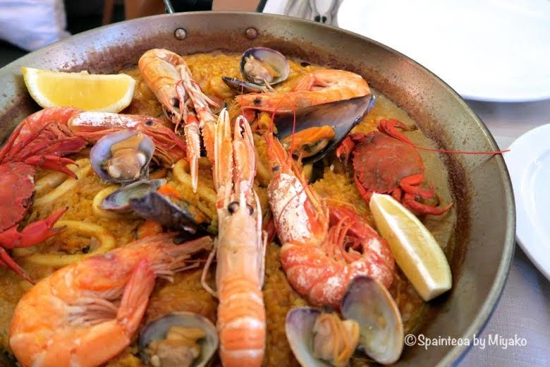 スペインのマドリードで食べる魚介のパエリア MARINA VENTURA