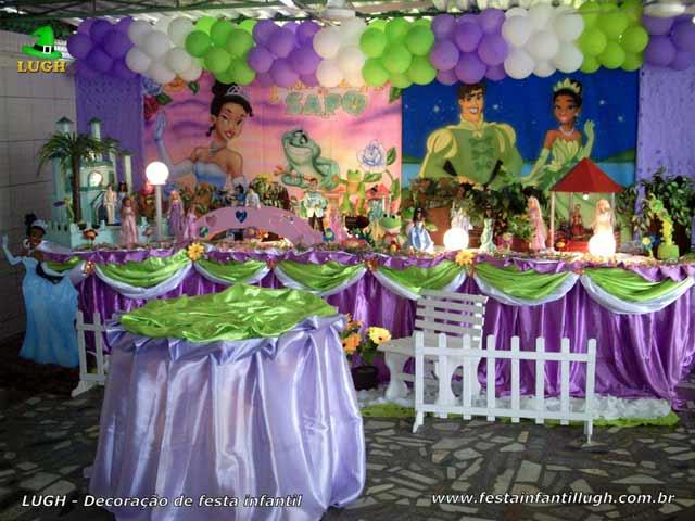 Decoração mesa luxo de tecido tema A Princesa e o Sapo - Festa feminina