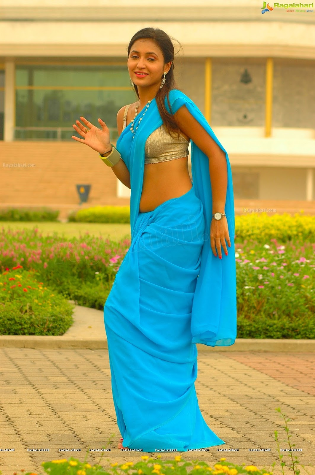 Telugu actress Sarayu latest hot navel show photos in ...