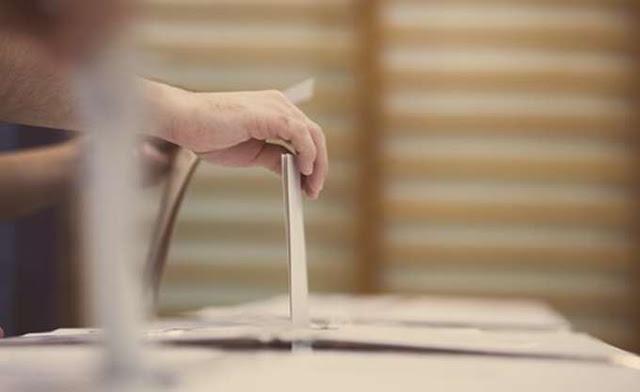 Σκόπια: Σχεδόν ισοψήφiσαν οι δύο βασικοί υποψήφιοι στις εκλογές