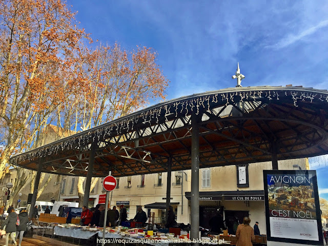 Feira de Antiguidades no Centro Histórico de Avignon