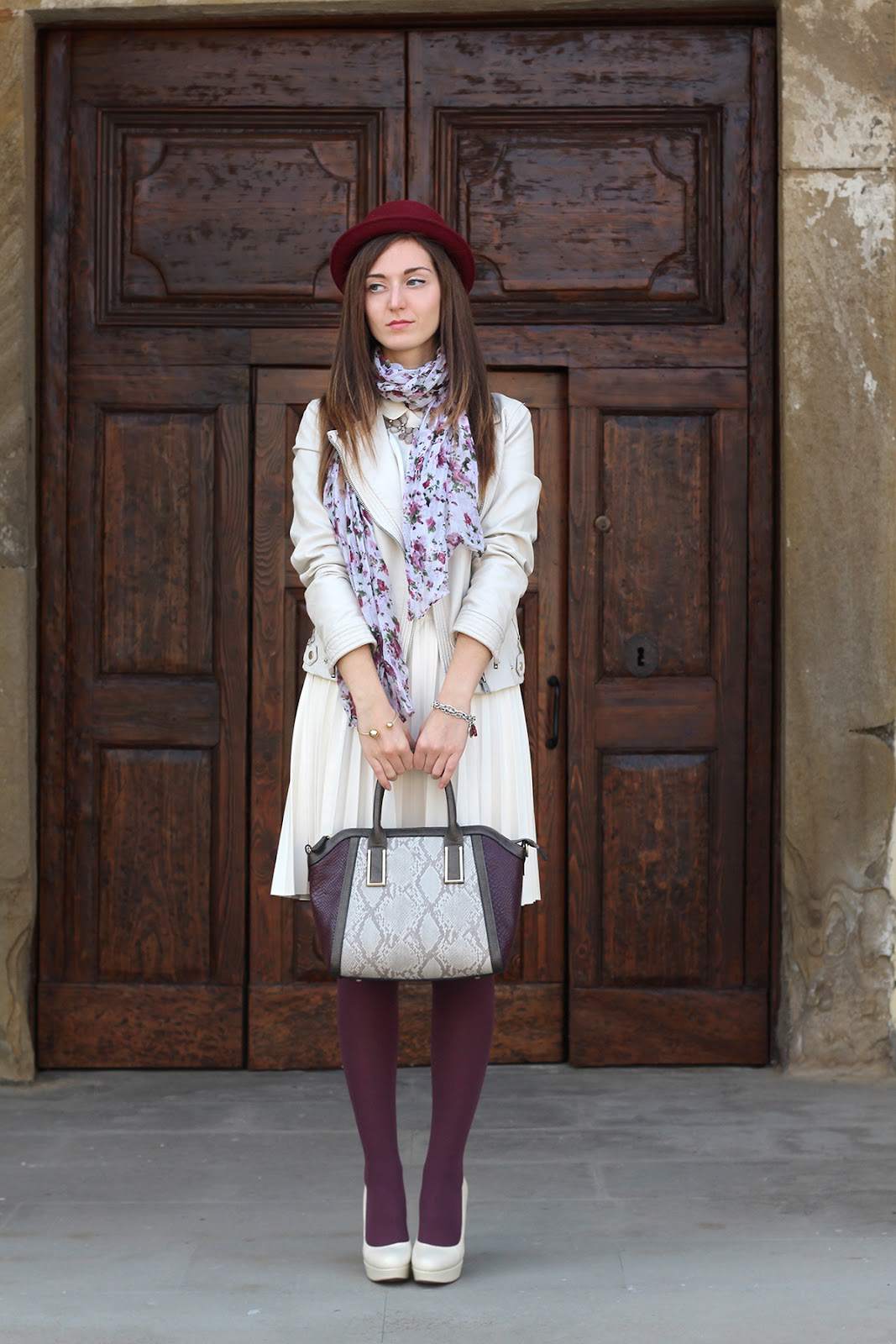 outfit ootd italian fashion blogger cream burgundy zara bijou brigitte plissé skirt jacket leather hat hells shoes
