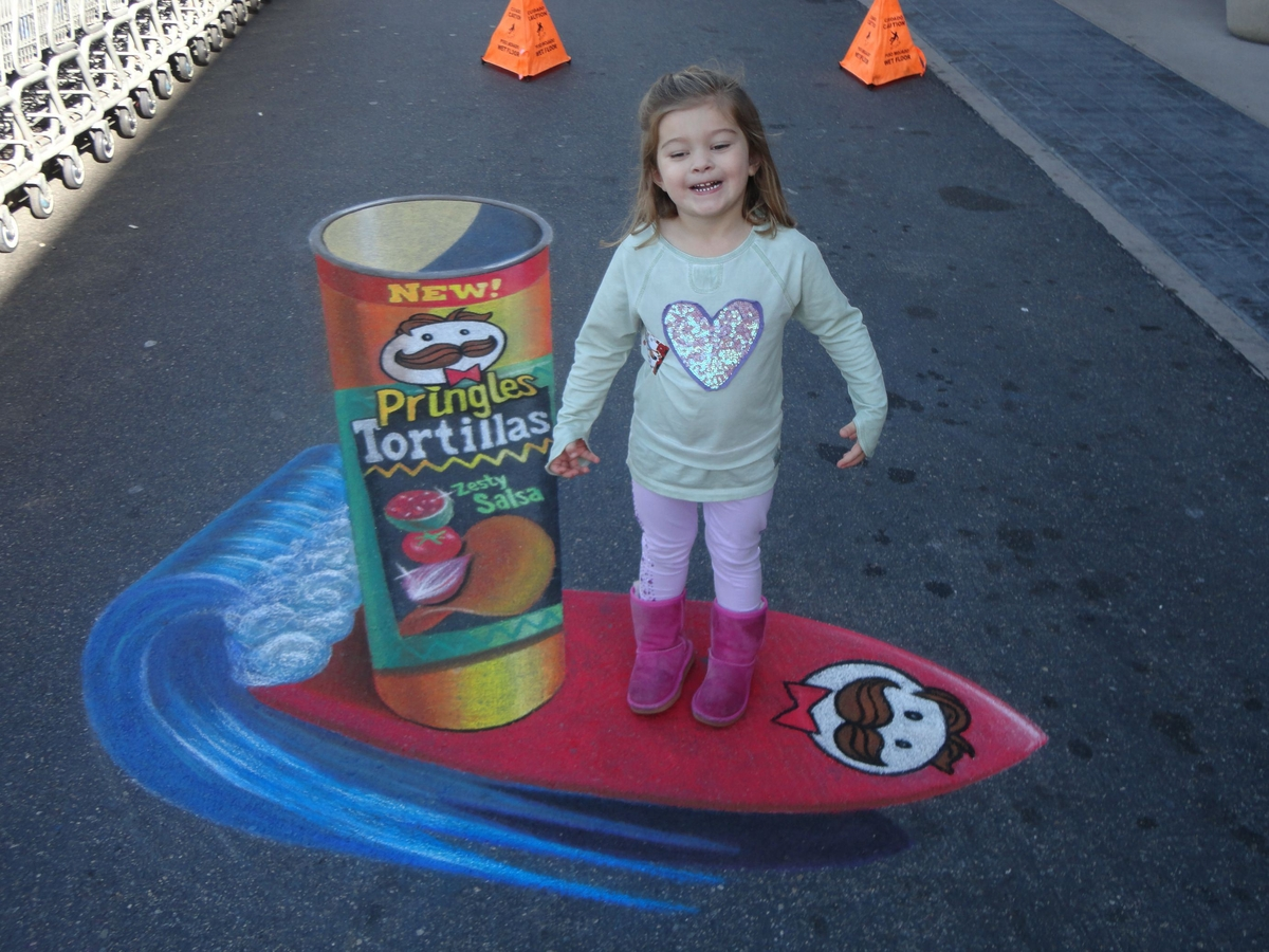 18-Pringles-Tortiallas-Chris-Carlson-3D-Street-Art-Drawings-and-Paintings-www-designstack-co