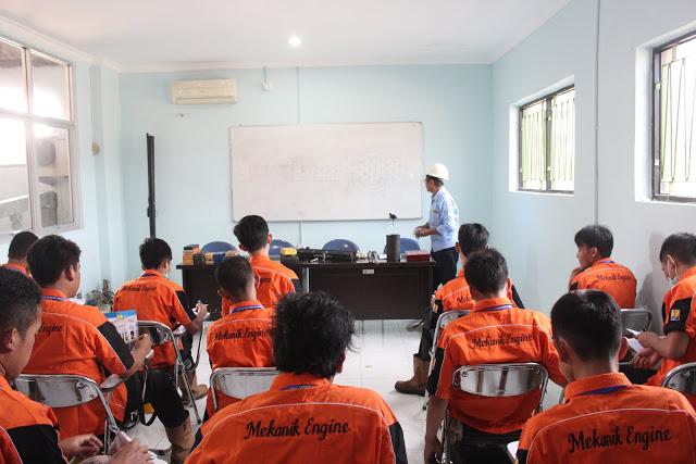 Siswa SMK GKPI 1 saat mengikuti pembelajaran Kementerian Pekerjaan Umumdan Perumahan Rakyat (PUPR) di Jakarta