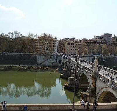Foto do Rio Tibre. Roma, a história de sua fundação.