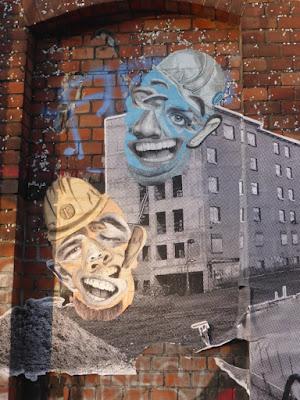 Wandcollage mit Köpfen und Wohnhäusern