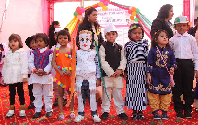 Ninehal, who did not recognize children, was found in colorful disguise in Mega Baby show in Anangpur