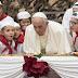 """Papa comemora 81 anos e pede que todos sejam """"felizes sempre"""""""
