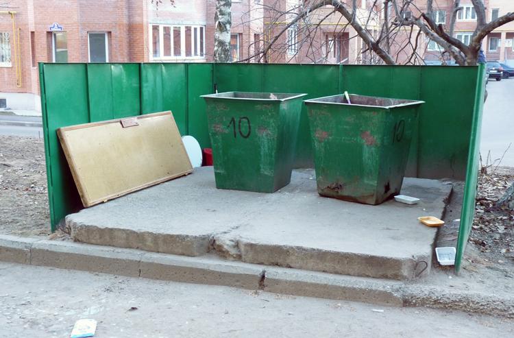 Мусорные контейнеры во дворе, г. Егорьевск (Московская Область)