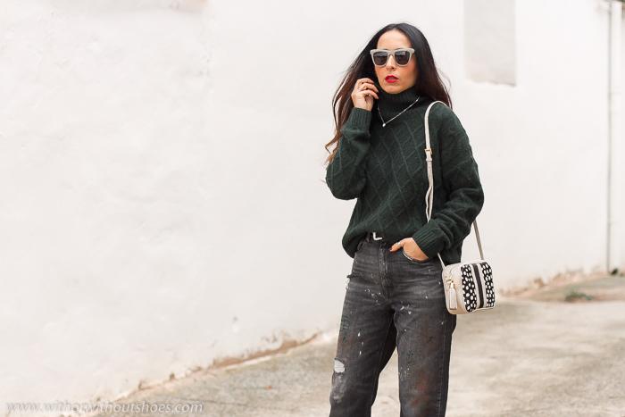 Influencer blogger valencia con look streetstyle estilo idea como combinar jeans vaqueros negros grises manchas pintura