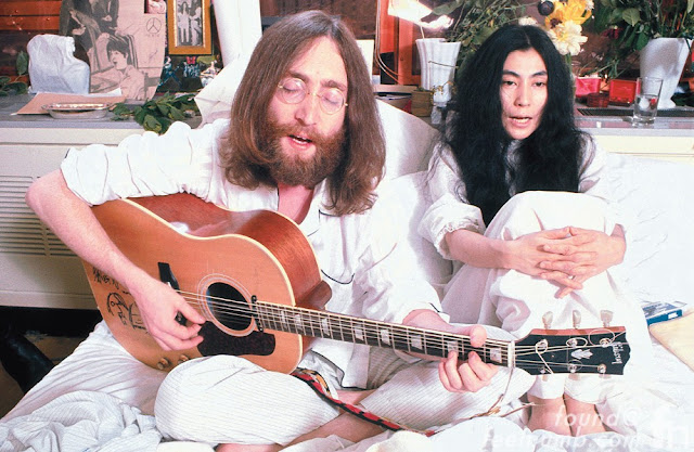 Video: John Lennon - Give Peace A Chance