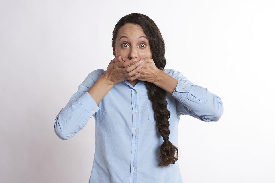 كل ما تريد معرفته عن رائحة الفم الكريهة