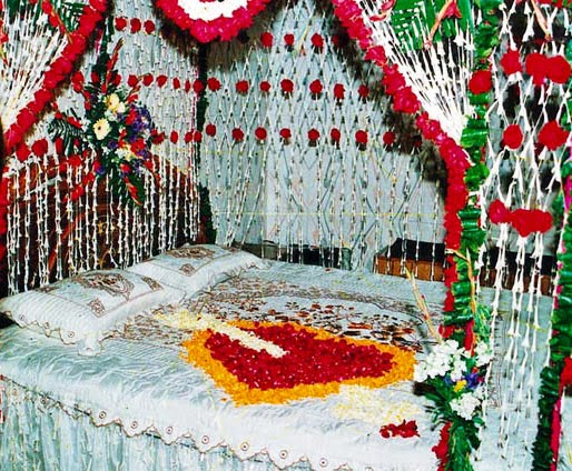 Bangladeshi wedding bed wedding snaps bangladeshi wedding bed junglespirit Choice Image