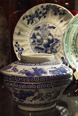 Antique white blue Chinese porcelain from ship-wreck (1)