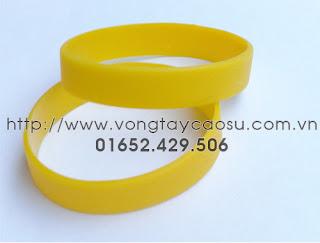 Vòng tay trơn màu vàng