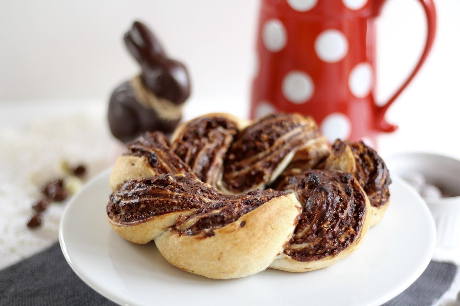 Schokoladen-Osterkranz aus Blätterteig mit Knusper-Krokant - Rezept-Video