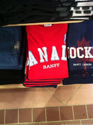 Kanada Pullover in Geschäft zusammengelegt lustig