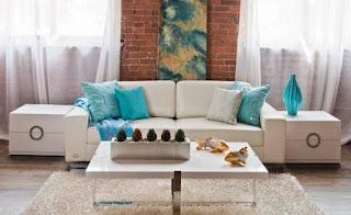 divano con cuscini immagine