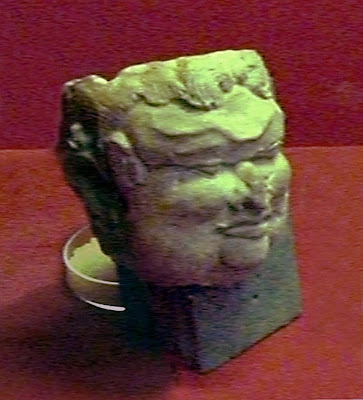 Terakota wajah yang dipercaya sebagai potret Gajah Mada