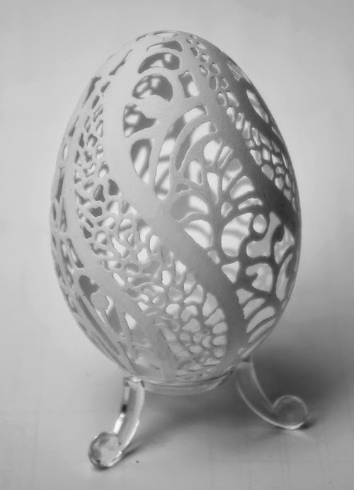 02-Piotr-Bockenheim-Carved-Goose-Eggs-Sculptures-www-designstack-co