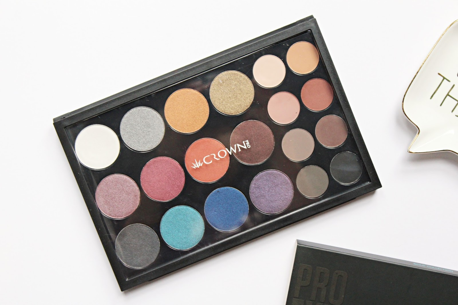 Pro Eyeshadow Bold Collection Palette by Crown Brush #3