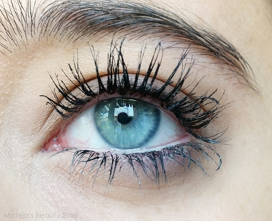 fd9fbcd6085 Like I<3 Extremes and Lash Princess the formula is nicely black. It is a  very difficult mascara to remove and even with oil it takes some time for  the ...