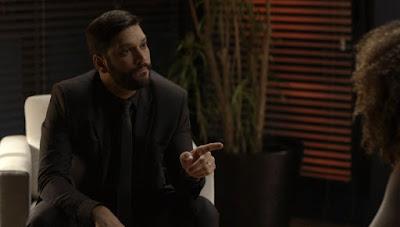 Diogo (Armando Babaioff) tem uma ideia para acabar com a vida de Alberto (Antonio Fagundes) — Foto: Globo