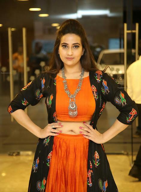 Telugu TV Anchor Manjusha deep Navel Show Navel Queens