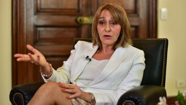 Procuraduría General de Argentina frena los tarifazos de Macri