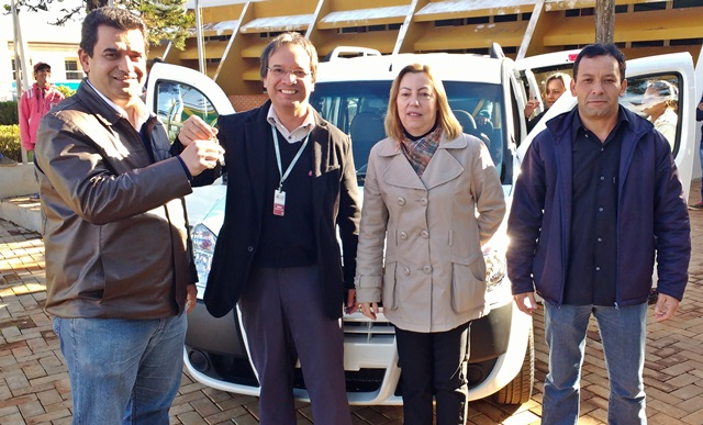 Prefeitura de Roncador adquire veículo novo para a Apae