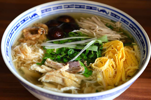 Popular foods that Vietnamese eat for breakfast