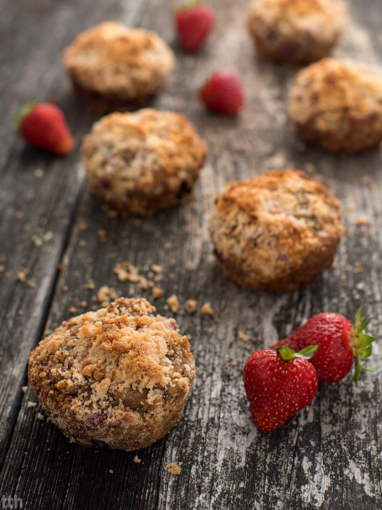 Muffiny truskawkowe z kokosową kruszonką wegańskie, bezglutenowe, bez cukru blog roślinny