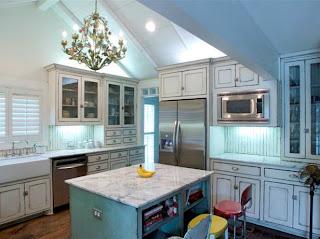 interesting shabby chic kitchen cabinet   Kitchen trends: Shabby Chic Kitchen Cabinets
