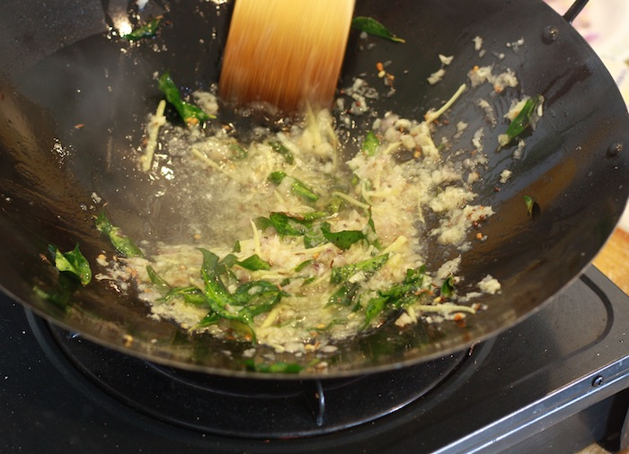 Cooking malaysian FISH CURRY on wok