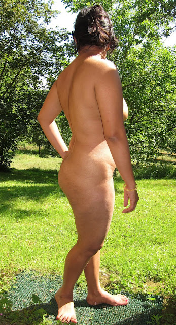 Dellhi Bhabhi Big Nude Ass Image In Garden