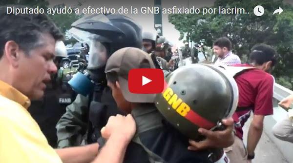 """Diputado """"Solidario"""" ayudó a un guardia para que no se asfixiara con sus bombas"""