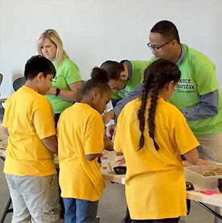 Garver, students work together at science event