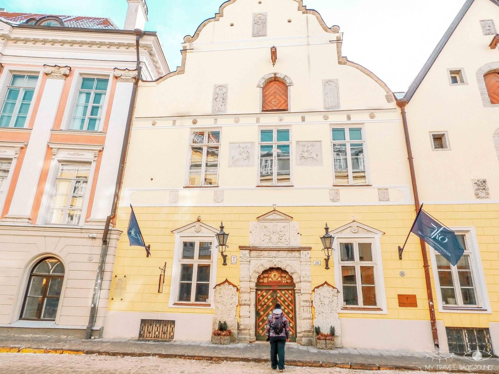 My Travel Background : Escale à Tallinn en Estonie, la perle de la Mer Baltique - La maison des têtes Noires