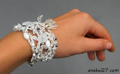 украшения невесты белый браслет фриформ бисерный