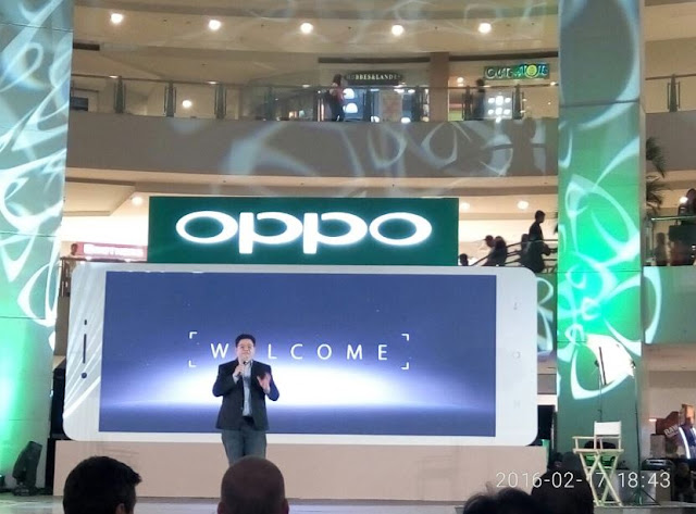 Mr Garrick Hung, Operations Manager of OPPO gives welcome remarks at OPPO F1 launch.