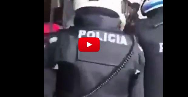 Policías de Ecuador pidiendo documentos a todo aquel que parezca Venezolano