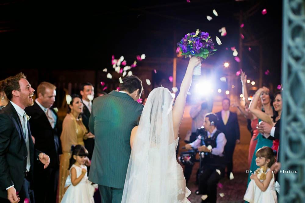 noivos - saída dos noivos - pétalas na saída