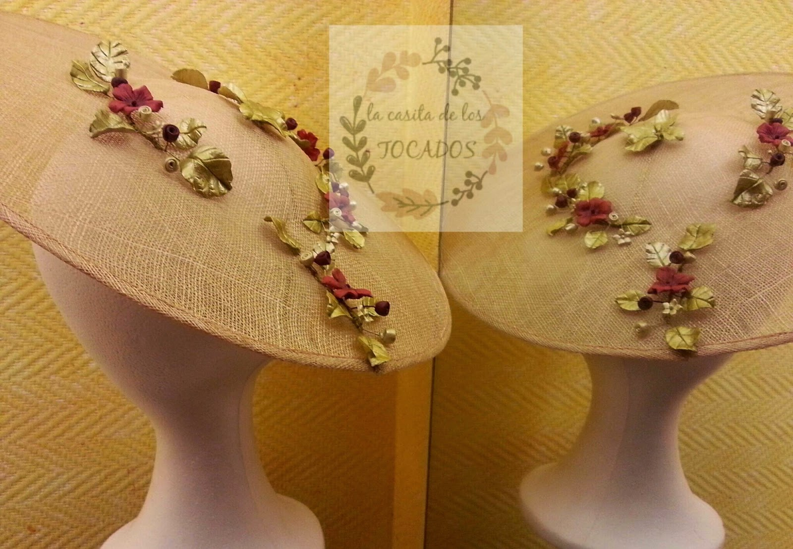 pamela artesanal para invitada de boda en colores dorado y rojo