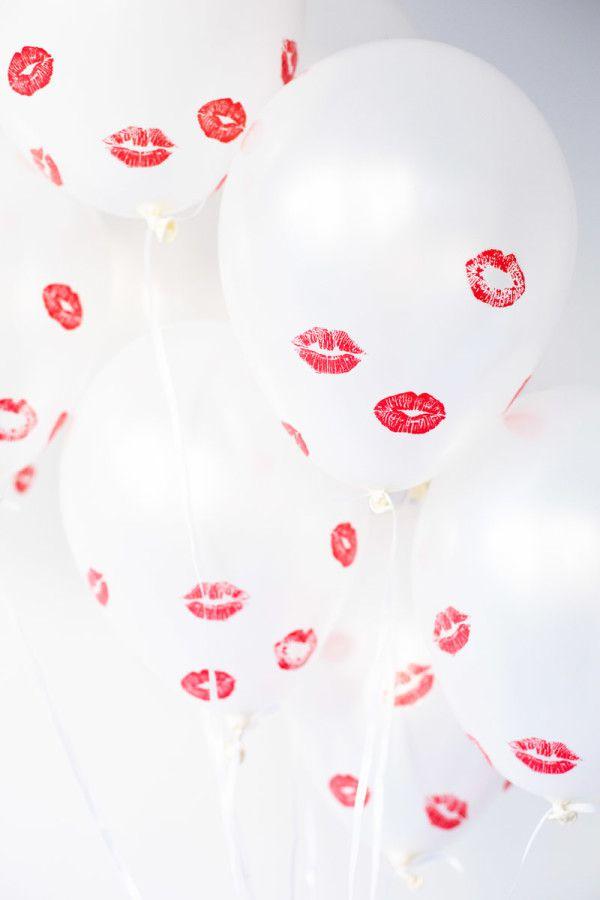 Dia dos namorados 2019 decoração simples com balões e beijos de batom