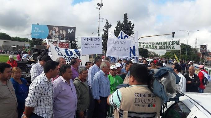 Estatales, docentes y trabajadores de la economía popular marcharon a plaza Independencia