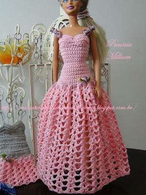 Barbie com Vestido de Festa de Crochê Modelo 2  Criação de Pecunia M. M.