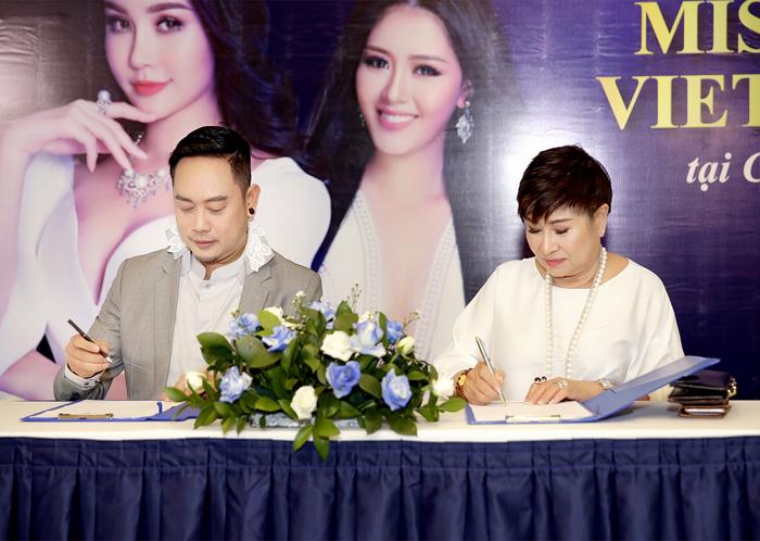 Buổi lễ ký kết giữa NTK Võ Việt Chung và Bà Liên Phạm thành công tốt đẹp.
