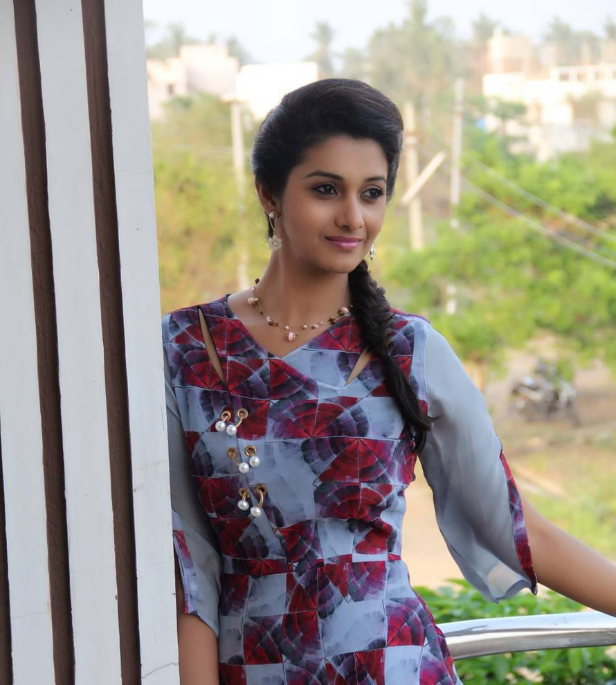 Actress Priya Bhavani Shankar Latest Photo Stills: Priya Bhavani Shankar Photoshoot Stills