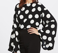 http://shein.com/fr/Top-pois-bohême-avec-manche-trompe--p-390830-cat-1733.html?utm_source=www.ledressing-a-paillettes.com&utm_medium=blogger&url_from=ledressing-a-paillettes