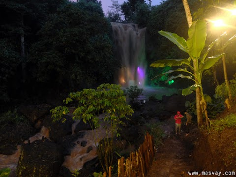 Curug Gondoriyo: Lighting Waterfall di Kota Semarang